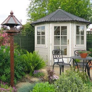 prima summerhouse in garden